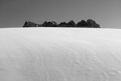 Une île dans la neige